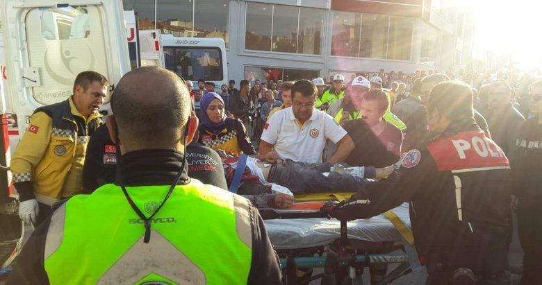 Uşak'ta işçi servisiyle otomobil çarpıştı: 14 yaralı