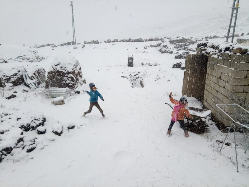 Güne kar sürprizi ile uyandılar! Ülkenin yüksek kesimlerinde kar yağışı başladı