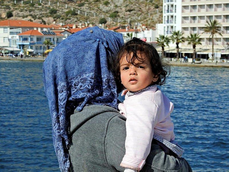 Çeşme'de karada ve denizde toplam 92 kaçak yakalandı
