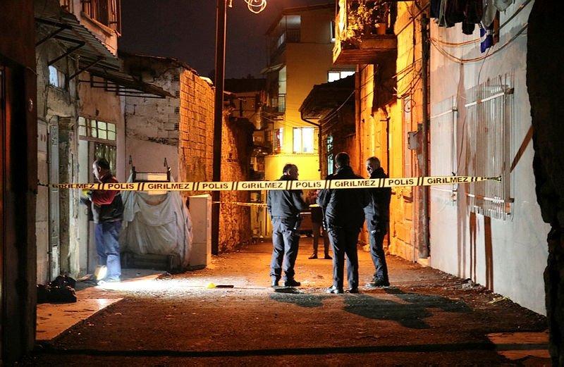İzmir Konak'ta kiracı ev sahibini pompalı tüfekle öldürdü