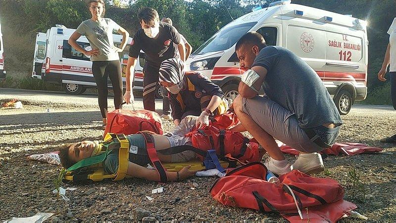 Türbe ziyareti dönüşü feci kaza: ölü ve yaralılar var