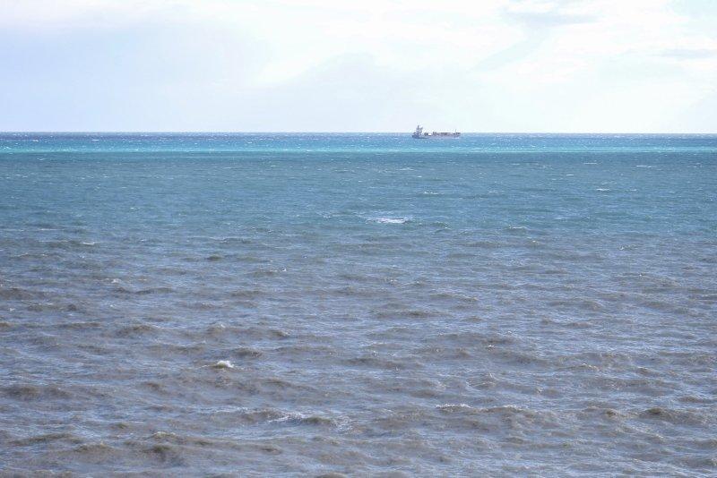 Antalya'da sağanak sonrası oluşan çamurlu su denizin rengi değiştirdi