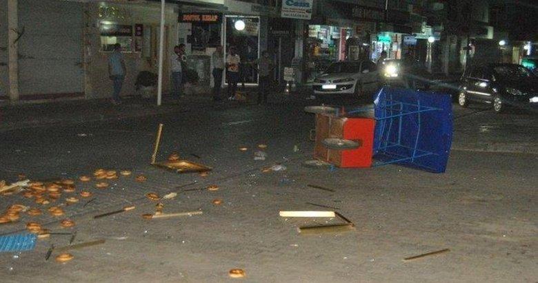 İzmirde otomobil simit arabasına çarptı!