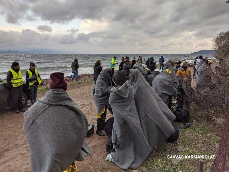 Yunan adalarında yabancı gazetecilere göçmen dayağı