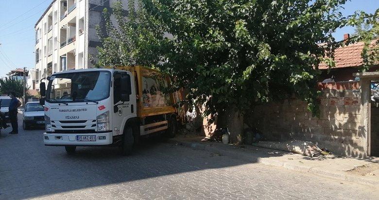 Manisa'da yaşlı adamın evinden 10 kamyon çöp çıktı