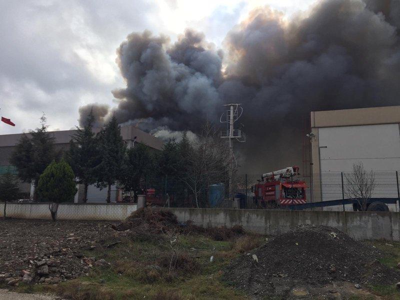 Manisa Organize Sanayi Bölgesi'ndeki plastik fabrikasında yangın!