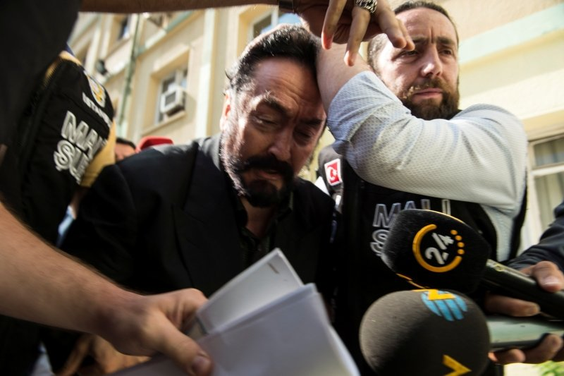 Eski kedicikten bomba Adnan Oktar itirafı