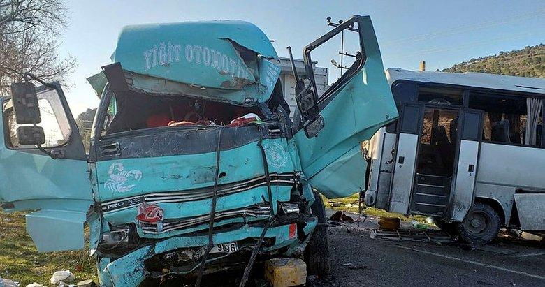 Son dakika: İzmir'de işçi servisi ile kamyon çarpıştı! Ölü ve yaralılar var