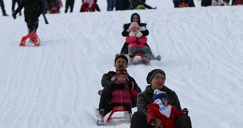 Kar kalınlığı 61 santimetreyi buldu! Vatandaşlar akın etti!