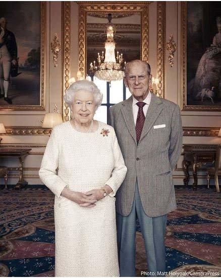 Kraliçe Meghan Markle'ın düğünden hemen sonra hamile kalmasını yasakladı