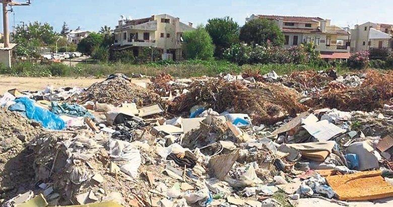 Kuşadası'nda çöp rezaleti