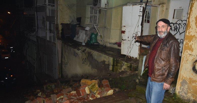 İzmir'de faciadan dönüldü! Sağanak yağmurda balkon çöktü