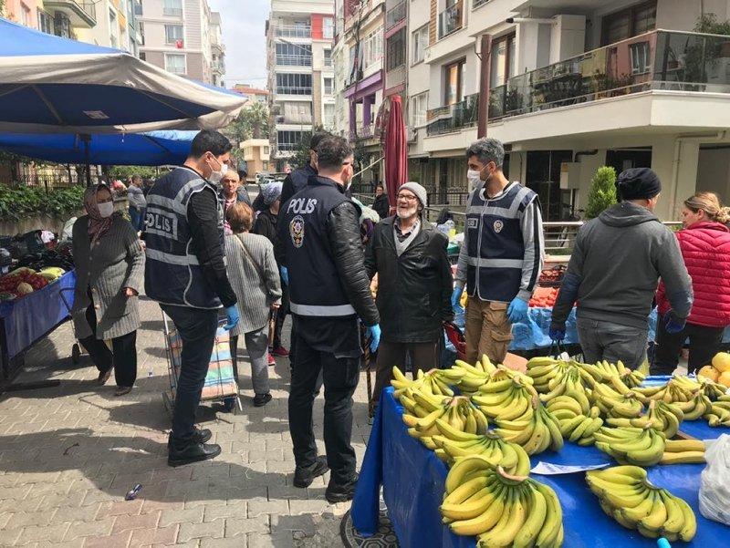 Ege'de sokağa çıkan 65 yaş üstü vatandaşlar uyarılarak evlerine gönderildi