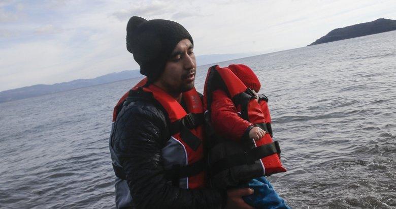 Mülteci botları Yunanistan'a ulaşmaya başladı! İşte ilk fotoğraflar