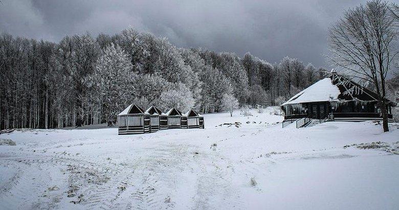Nisan ayında yağan kar Domaniç Dağları'nı beyaza bürüdü
