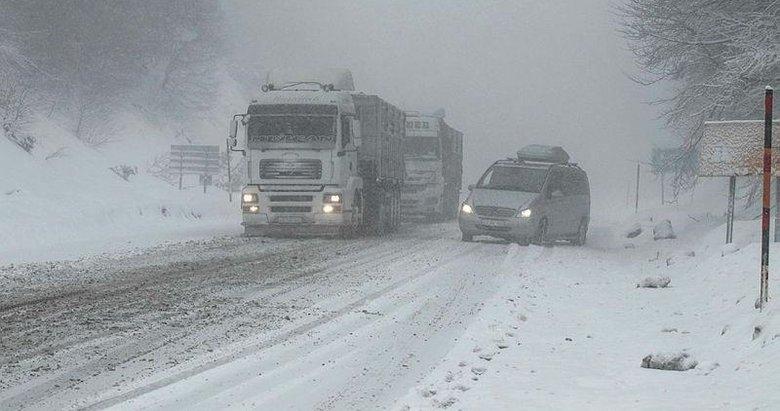 Kütahya'da kar etkili oldu! Beyaz örtü her yere serildi