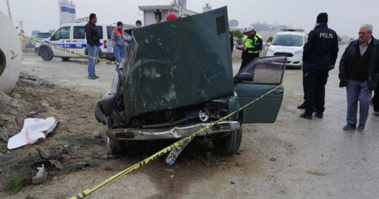 Denizli'de feci kaza! Otomobil beton mikserine çarptı: 1 ölü
