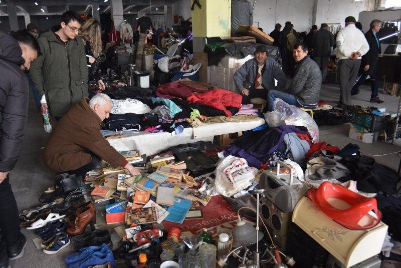 İzmirliler antika pazarına akın ediyor! Sudan ucuz...