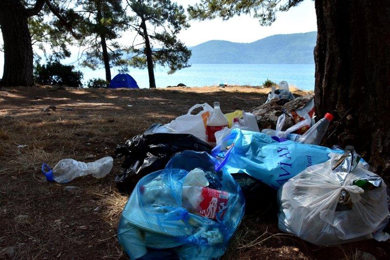 Muğla'da tatilcilerin bıraktığı çöplere tepki