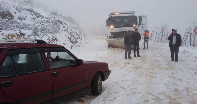 İzmir'de öğrenci servisleri karda mahsur kaldı