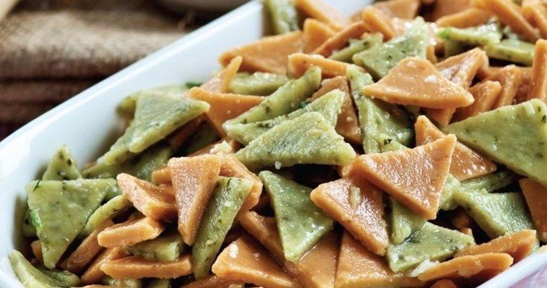 Renkli erişteli salata nasıl yapılır? Renkli erişteli salata tarifi ve malzemeleri...