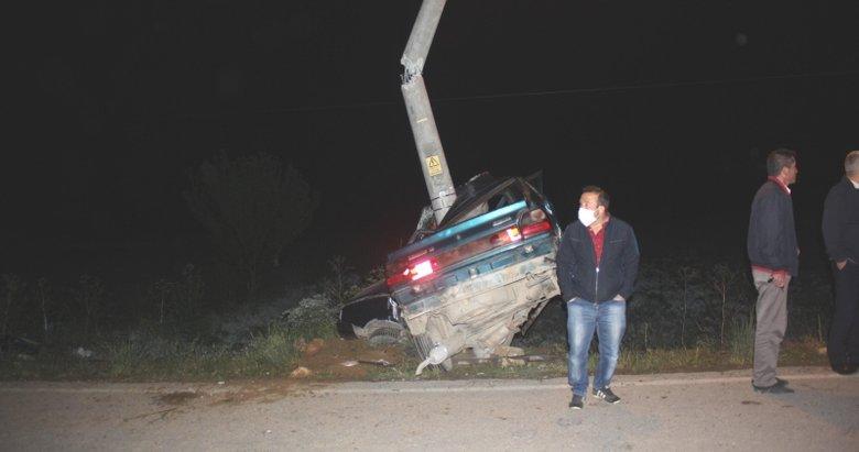 Kütahya'da korkunç kaza! Aydınlatma direğine çarpan otomobilin sürücüsü hayatını kaybetti