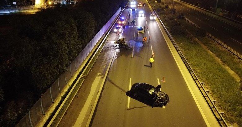 İzmir'de feci kaza! Otomobilin çarptığı kamyonet alev aldı