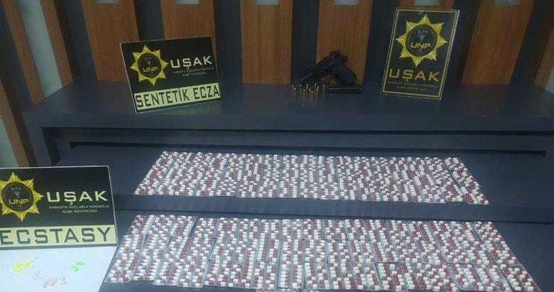 Uşak'ta şüpheli araçtan 1442 adet uyuşturucu hap çıktı