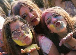 İzmir'de 'Renkli Festival'