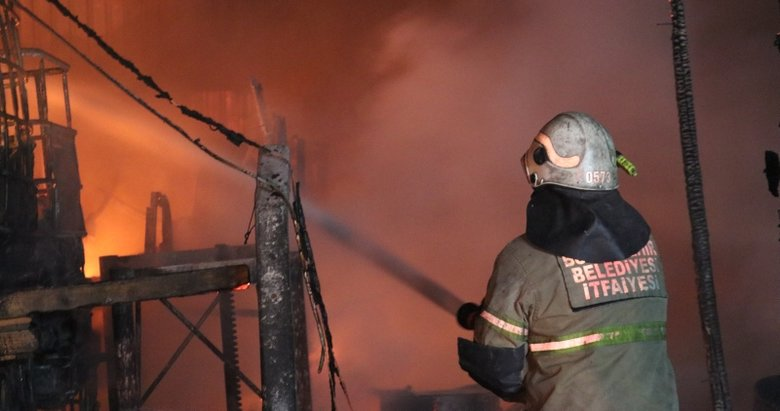 İzmir'de TIR bakım istasyonunda yangın paniğe neden oldu