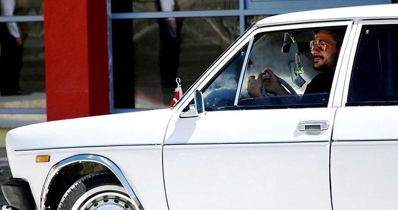 Evkur Yeni Malatyasporlu Rahman'ın eski model arabasına büyük ilgi