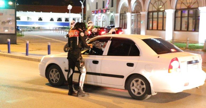İzmir'de sokağa çıkma yasağıyla birlikte denetimler artırıldı