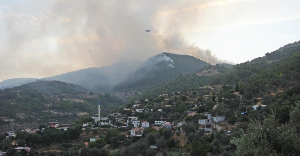 Komandolar karadan helikopterler havadan Bayır köyünü kurtarmaya çalışıyor