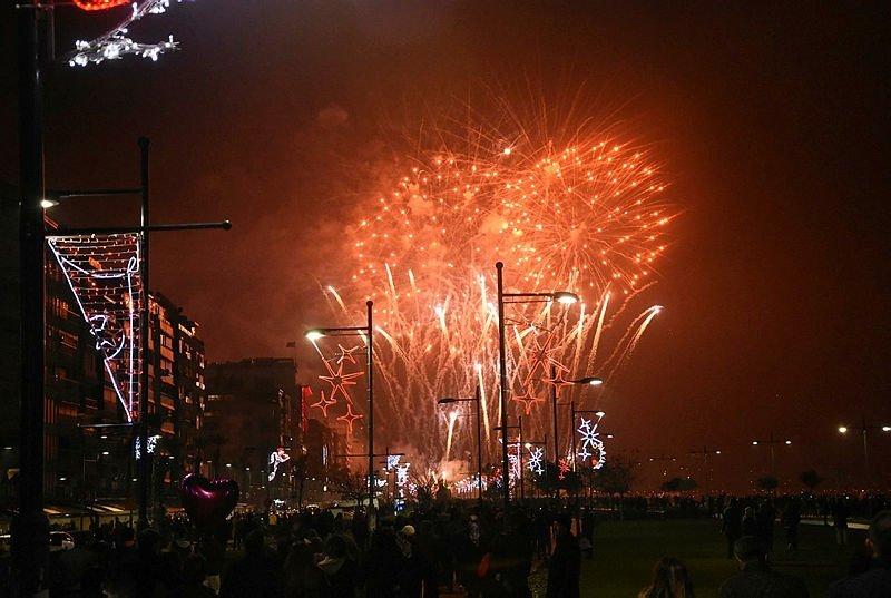 İzmirde yeni yıl çoşkusu