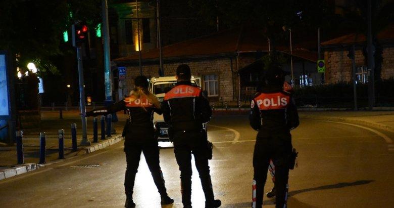 İzmir sokakları kısıtlamanın başlamasıyla birlikte sessizliğe gömüldü
