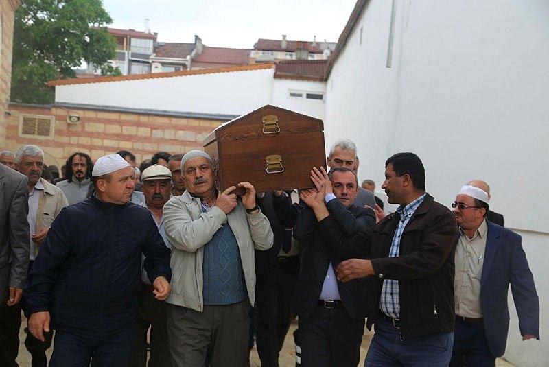Kastamonuda öldürüldükten sonra yakılan aile, aynı tabutta musallaya getirildi