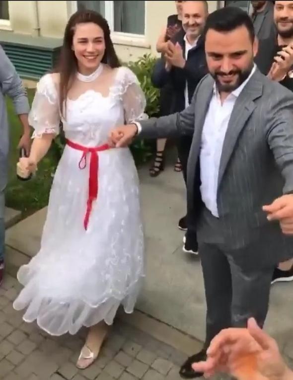 Alişan ve Buse Varol dünya evine girdi!