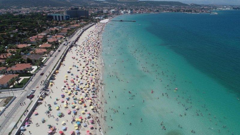 Tatilciler Ilıca Plajı'na akın etti
