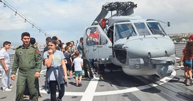 İzmirde savaş gemileri ziyarete açıldı