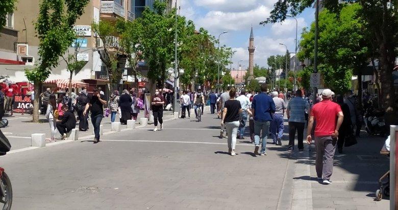 Tam kapanma sonrası Uşak'ta cadde ve sokaklarda yoğunluk