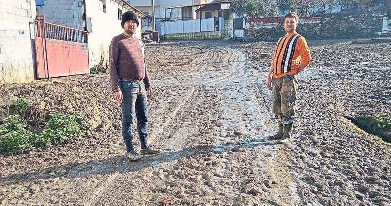 Vatandaşların çamurlu yol isyanı