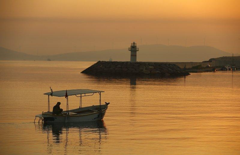 İzmir'de kartpostallık gün doğumu! Harika kareler...