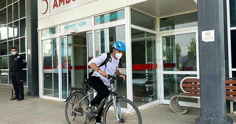 Yol verin bisikletli doktor geliyor! Ödemiş'te artık herkes onu tanıyor