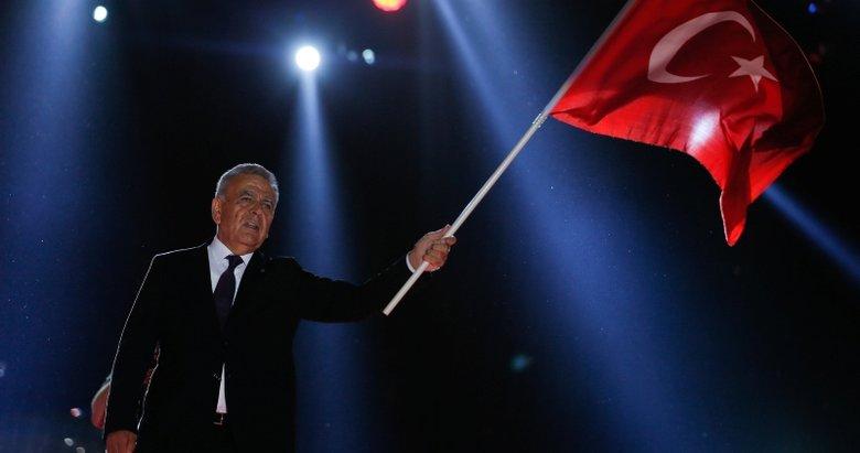 'İzmirliler bırakmadığı sürece yalnızlık olmaz'