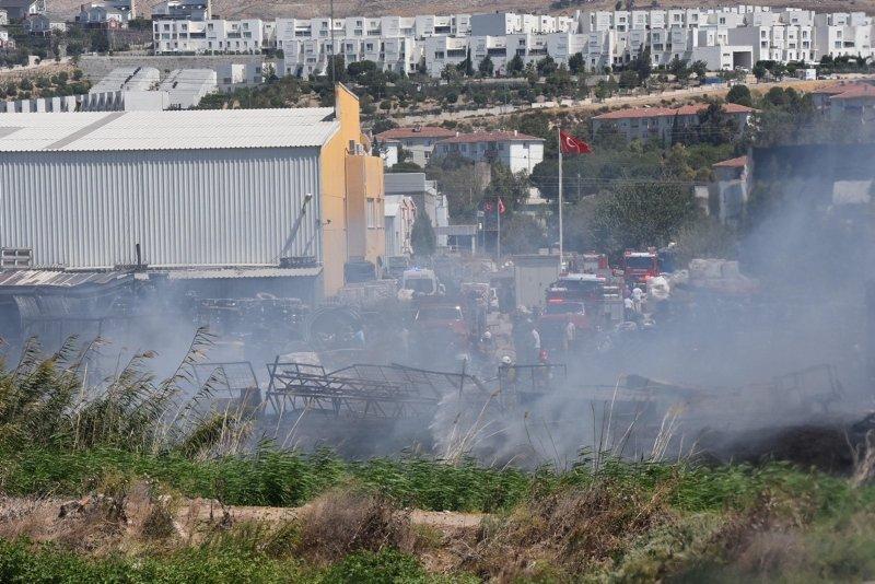 İzmirde plastik fabrikasında yangın