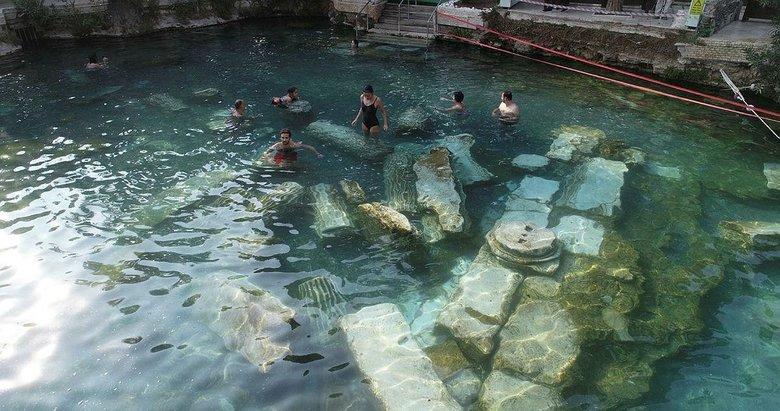 Tarihi kalıntılar içinde yüzmenin keyfini çıkardılar