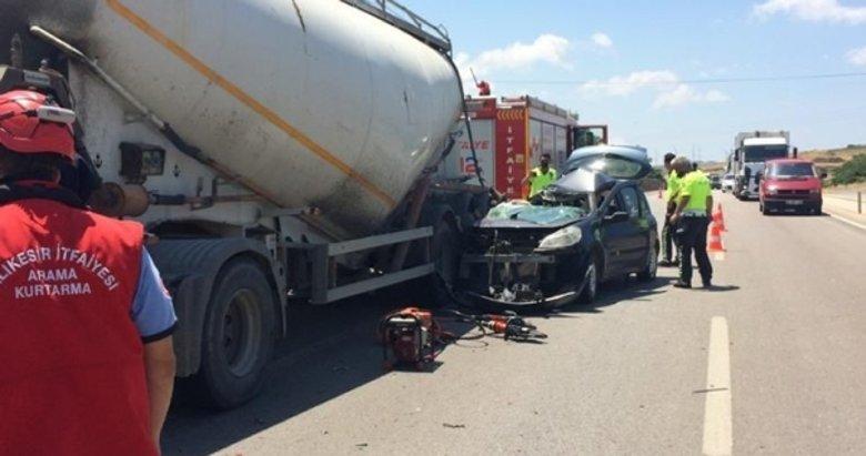TIR'a arkadan çarpan araçta bir kişi yaşamını yitirdi