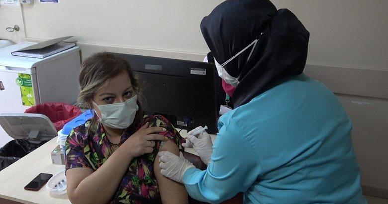 Denizli'de ilk aşı Sağlık Müdürü Öztürk'e yapıldı