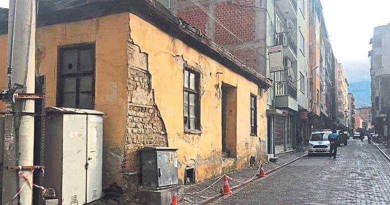 Metruk bina yıkılmak üzere