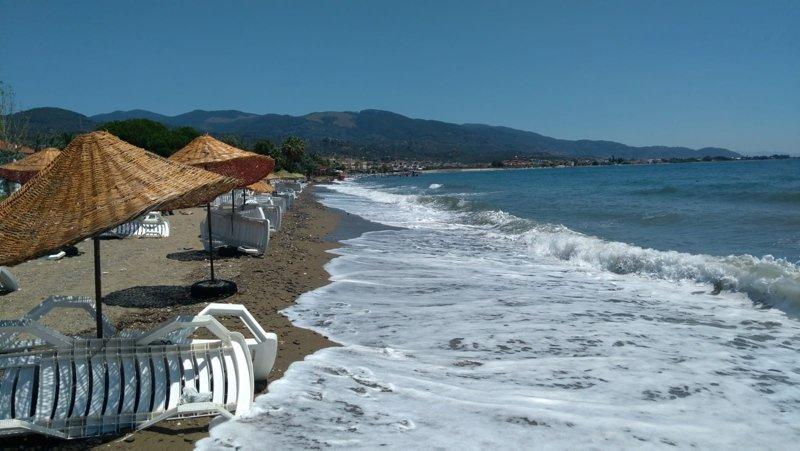 Çanakkale'de öğrenciler sınava girdi, tatilciler sahilde serinledi